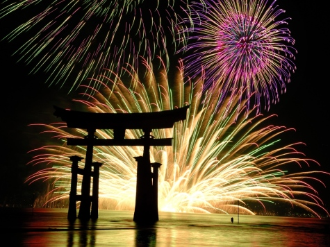 Japanese-New-Years-Firework-Display05